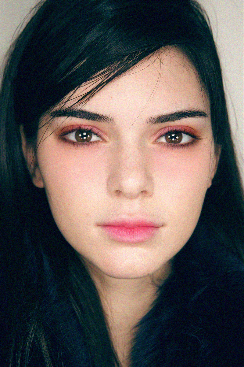 Bí quyết đẹp lên mỗi ngày từ Kendall Jenner